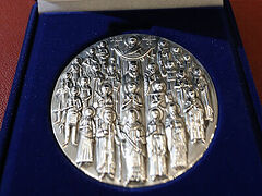 Greek Synod officially presents Church medal for 200 years since Greek revolution