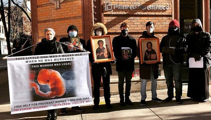 Εκδήλωση προσευχής των Ορθοδόξων χριστιανών έξω από την κλινική εκτρώσεων στο Μανχάταν. Πηγή: λογαριασμός στο Telegram Orthodox Christians for Life NEW YORK