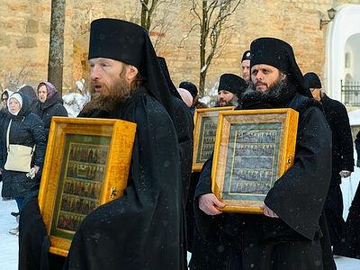 В Псково-Печерский монастырь вернули иконы, похищенные фашистами