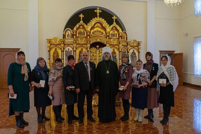 Митрополит Рязанский и Михайловский Марк и медики, получившие Патриаршие награды