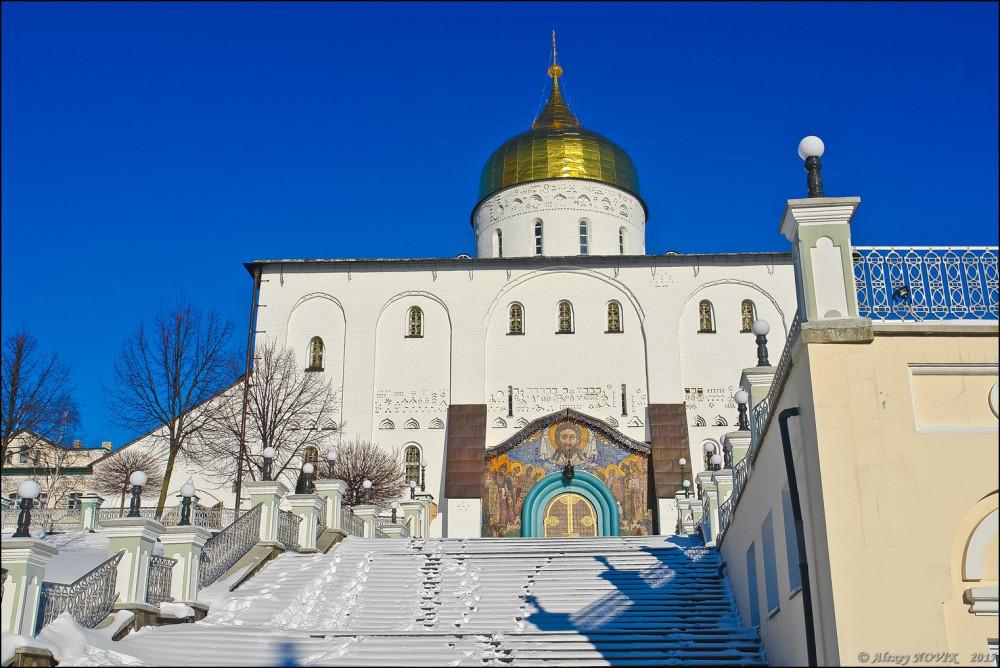 Ο καθεδρικός Ναός της Αγίας Τριάδος. Θα επιστρέψουμε εδώ