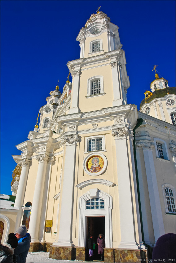 Η είσοδος στον Καθεδρικό Ναό της Κοιμήσεως της Θεοτόκου