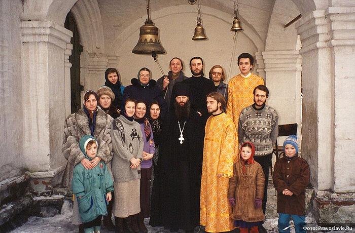 С отцом Анастасием. Вторая слева - автор - Н.Н. Шабалина