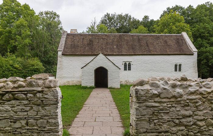 Внешний вид реконструированной церкви Св. Тейло в музее Сент-Фаганс в Кардиффе (источник - Museum.wales_stfagans)