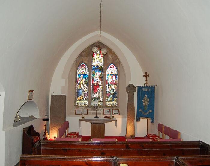 Два ранних креста в церкви Пеналли, Уэльс (источник - www.ancientmonuments.info)