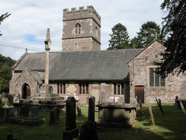Церковь С в. Тейло в Ллантилио-Пертоули, Уэльс