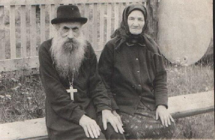 Ο πρωτοπρεσβύτερος Νικόλαος με την πρεσβυτέρα Άννα