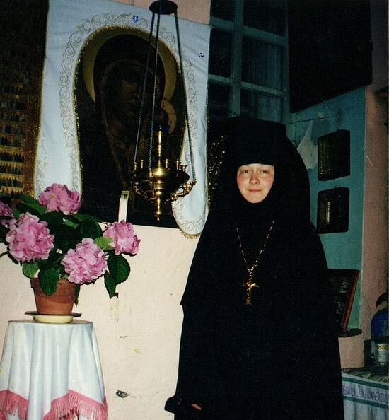 Η Καθηγουμένη της Ιεράς Μονής της εικόνας της Παναγίας «Καζάνσκαγια» και του Οσίου Τρύφωνα του Περμ, έτος 2000
