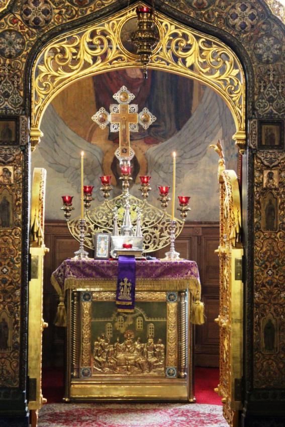 Алтарь храма святителя Николая Мирликийского в Софии – Подворья Патриарха Московского и всея Руси