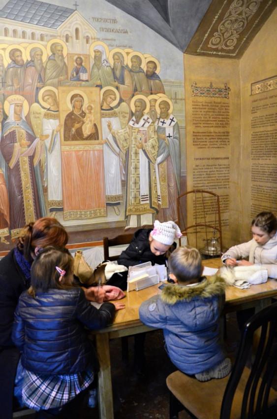 Крипта. Дети пишут письмо святителю Серафиму (Соболеву)