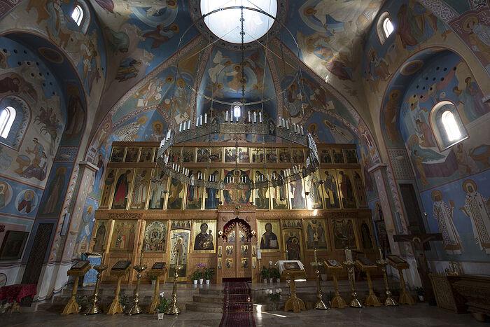 Εικονοστάσι και τοιχογραφίες της Εκκλησίας της Γεννήσεως της Θεοτόκου και των Αγίων Βασιλομαρτύρων στο Λονδίνο