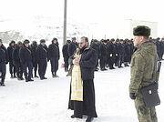 Настоятель храма в Буйнакске посетил военнослужащих на полигоне