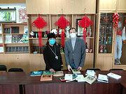 Православные книги на китайском языке передали в амурские университеты