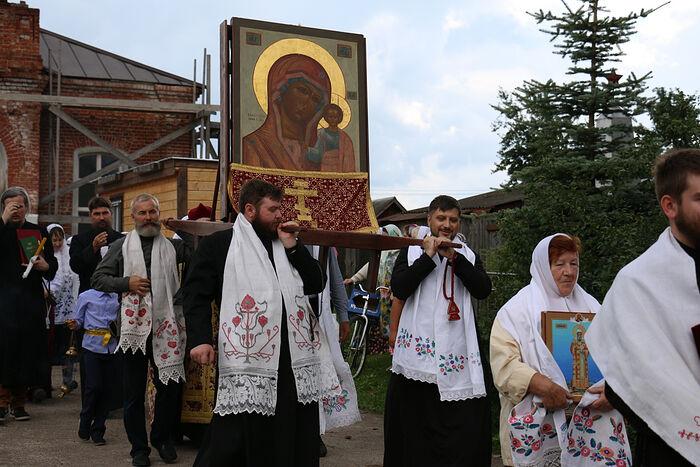 Крестный ход в селе Авсюнино в день Казанской иконы Божией Матери