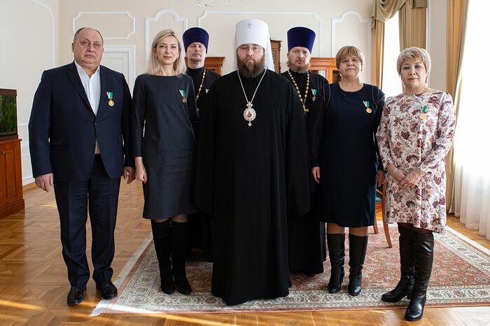 Митрополит Саратовский и Вольский Игнатий и медики, получившие Патриаршие награды