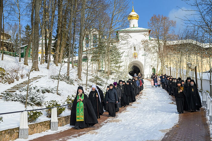 В день памяти преподобномученика Корнилия митрополит Псковский Тихон совершил Божественную литургию в Псково-Печерском монастыре