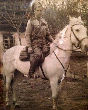 Фёдор Андреевич Берсенев на коне. На груди Георгиевский крест