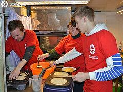 На Масленицу в церковных социальных проектах угощают блинами бездомных и нуждающихся. Информационная сводка от 12 марта 2021 года