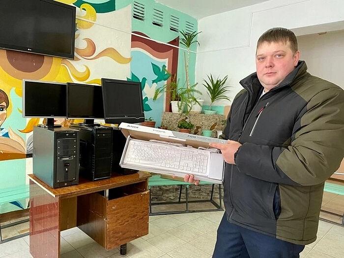Шахтер Игорь Филиппов их Ухты, который после работы собирает компьютеры для школьников из бедных семей