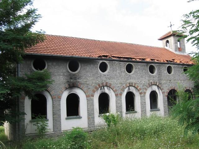 Βεβηλωμένη εκκλησία στο χωριό Μπρνάκ
