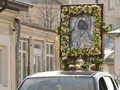 Two-day, 600-mile procession with wonderworking icon and relics in Romanian diocese