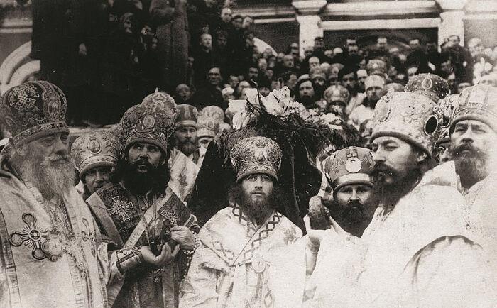 Погребение Святейшего Патриарха Тихона сонмом архиереев. Неизвестный фотограф, Москва, Донской монастырь. 12 апреля 1925 год