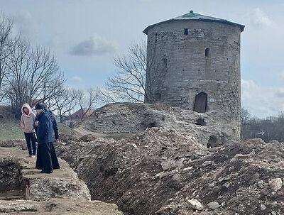 Псковские археологи закончили исследования зондажей и шурфов церкви Косьмы и Дамиана с Гремячей горы