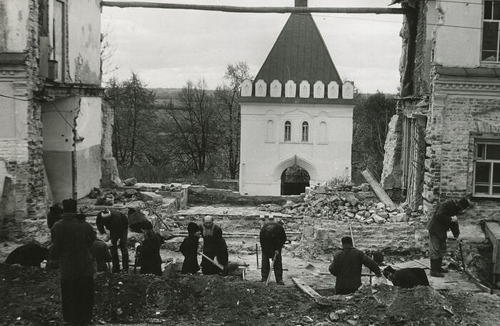 Η Ιερά Μονή Όπτινα Πούστιν, τη δεκαετία του 1990