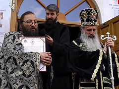Romanian priest receives highest Church award for supporting mothers, children, families