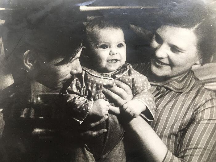 Николай Николаевич и Ирина Николаевна с сыном Колей. 1962 год