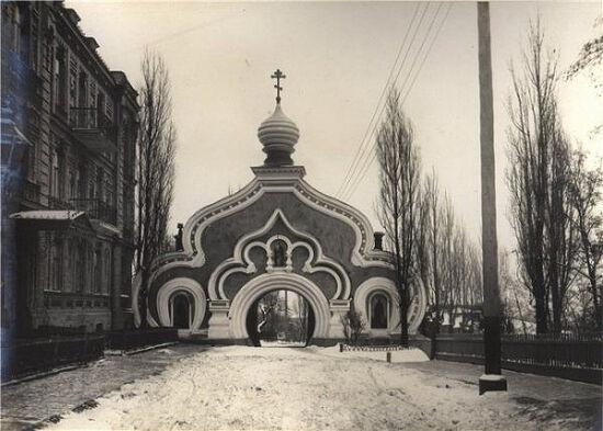 Святые ворота Покровского монастыря, фото 1980 г.