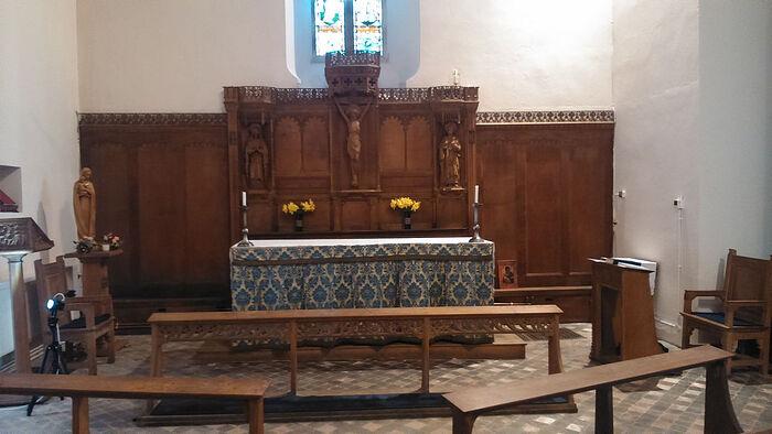 В часовне Богородицы церкви Св. Патерна (Падарна) в Лланбадарн-Фор - видна запрестольная перегородка