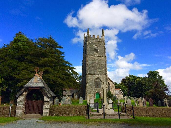 Вид на церковь С в. Патерна в Норт-Петервин, Корнуолл (любезно предоставлено - North Petherwin Church)