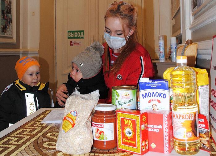 Продуктовую помощь получают подопечные семьи кризисного центра «Дом для мамы» в Ессентуках