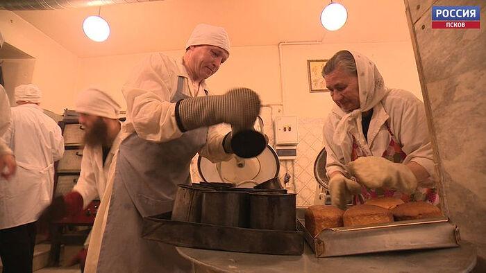 В Псково-Печерском монастыре готовятся к Пасхе
