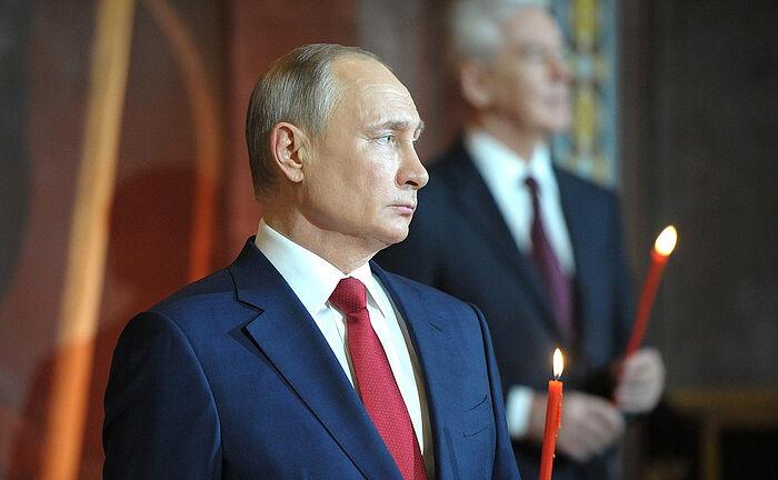 Президент России Владимир Путин поздравил Святейшего Патриарха Кирилла и граждан России с праздником Пасхи