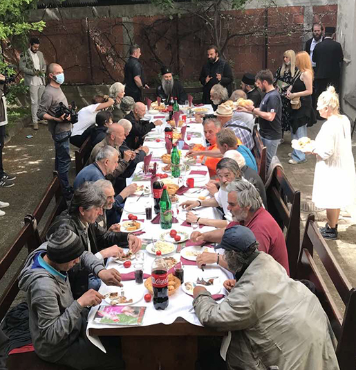 Сербский Патриарх встретил Пасху с бездомными