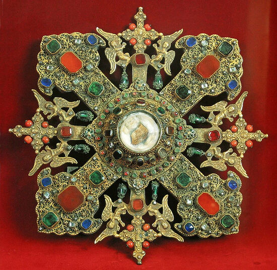 Крест-мощевик с частицей главы св. Георгия (Сокровищница первопрестольного св. Эчмиадзина, Армения)