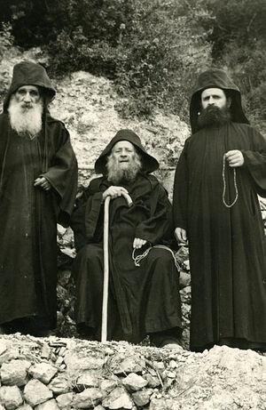О. Харалампий (Галанопулос) слева от преп. Иосифа Исихаста