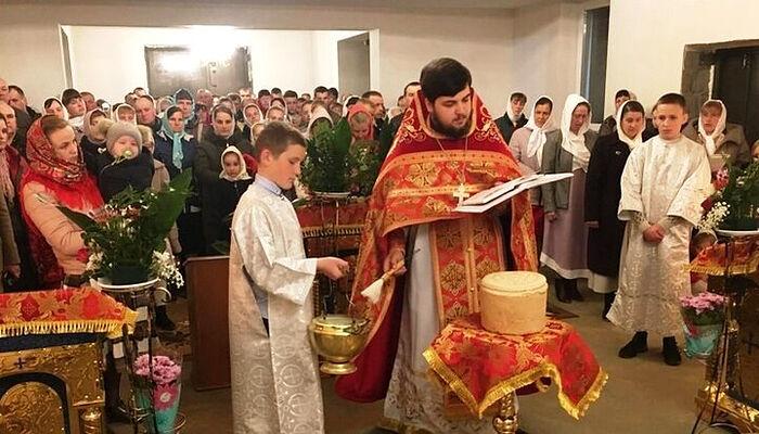 Две пострадавшие от рейдерства «ПЦУ» общины Украинской Православной Церкви встретили Пасху в новых храмах