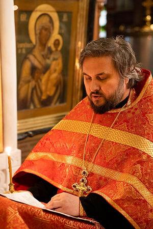 Протоиерей Серафим Недосекин у Смоленской иконы Божией Матери