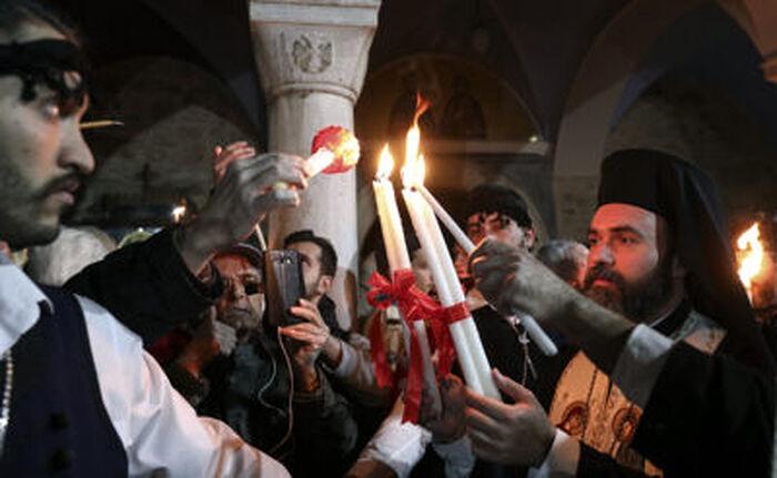 Схождение Благодатного огня в храме Гроба Господня в Иерусалиме. Фото: Yorgos Karahalis/AP/TASS