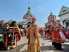 Во всех храмах Татарстанской митрополии вознесли молитвы о погибших и пострадавших в результате стрельбы в школе № 175