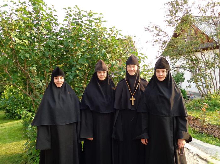 С игуменьей и сестрами Казанской Трифоновой пустыни
