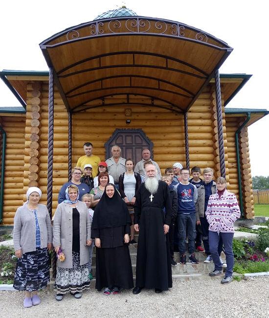 На подворье монастыря