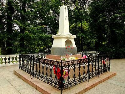 Начались ремонтно-восстановительные работы на могиле Пушкина