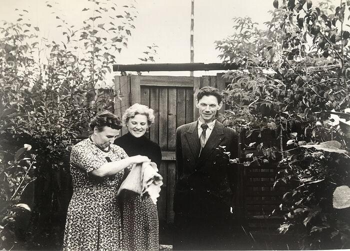 1960-е годы. Сарафанова Татьяна Фёдоровна (мама Ирины Николаевны), Ирина Николаевна и Николай Николаевич