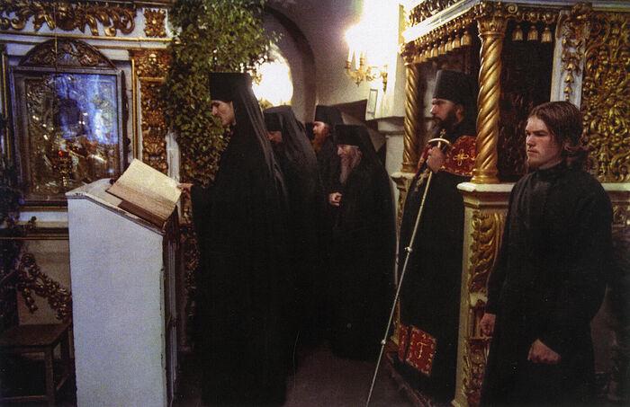 Архимандрит Гавриил на богослужении в Псково-Печерском монастыре