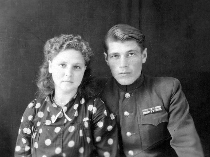 Дед Иван и бабушка Клава Зеленухины