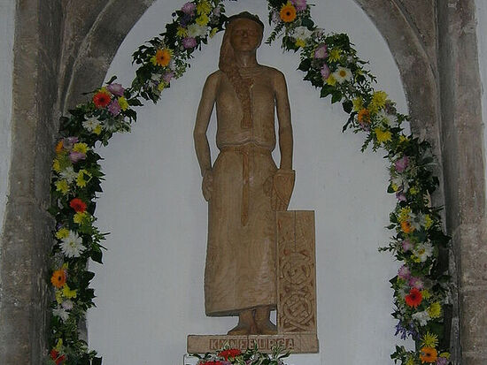 St. Cyneburgh's wooden statue by Kevin Daley at the church of Castor, Cambs (provided by Dr. Avril Lumley-Prior)